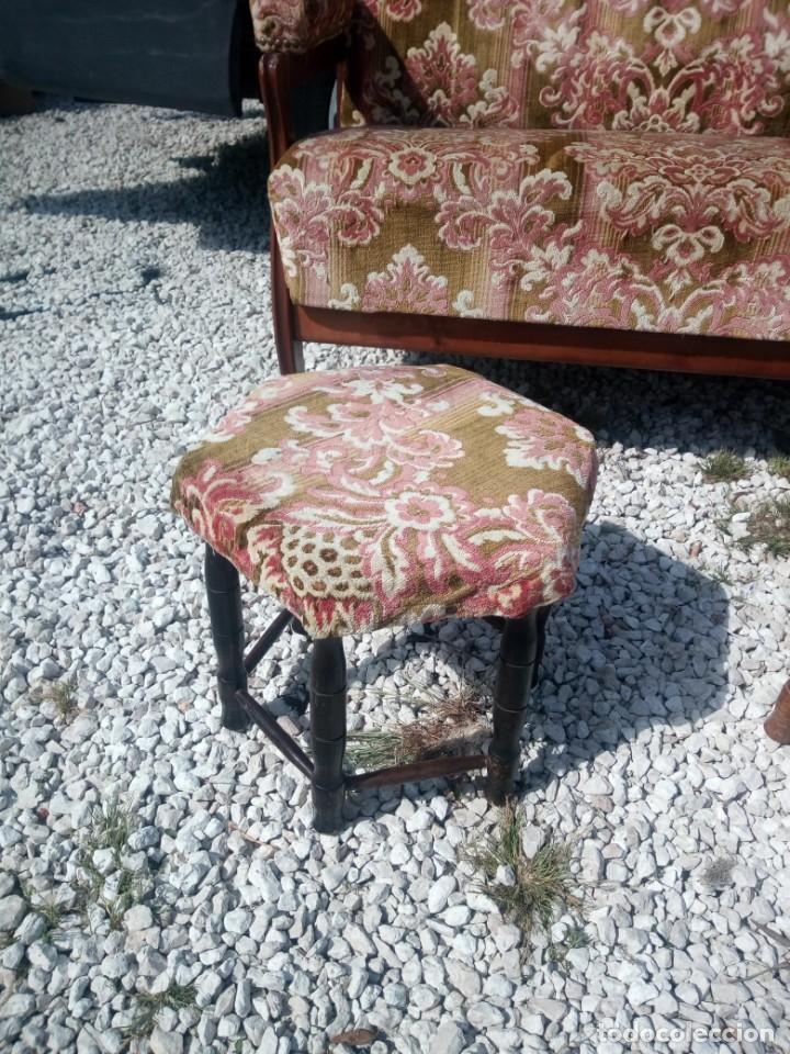 Antigüedades: Antiguo sofá de respaldo alto con 2 banquetas reposa pies a juego,estilo victoriano,siglo xix - Foto 8 - 197242585