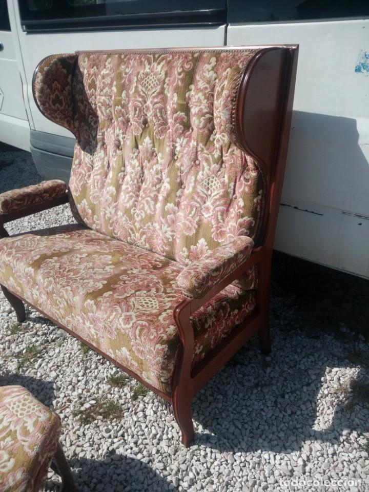 Antigüedades: Antiguo sofá de respaldo alto con 2 banquetas reposa pies a juego,estilo victoriano,siglo xix - Foto 9 - 197242585