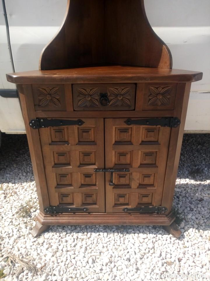 Antigüedades: Antiguo armario rinconera,estilo castellano madera maciza. - Foto 3 - 197243403