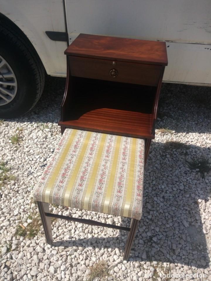Antigüedades: Antigua mesa asiento para teléfono con una bandeja y un cajón,madera noble años 40 - Foto 2 - 197243690