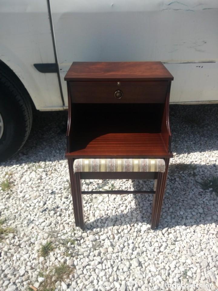 Antigüedades: Antigua mesa asiento para teléfono con una bandeja y un cajón,madera noble años 40 - Foto 3 - 197243690