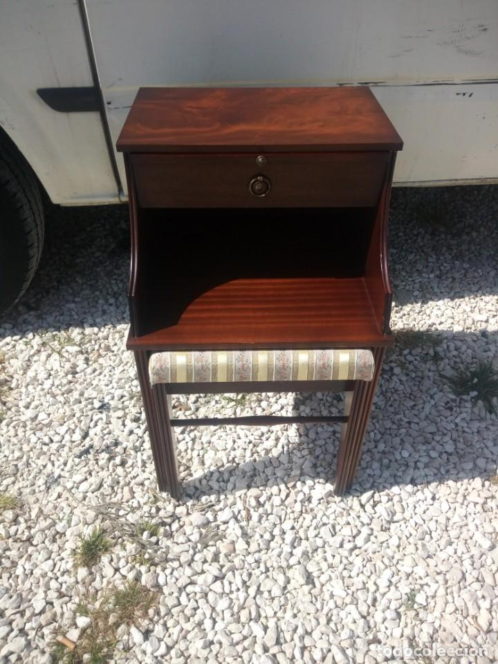 Antigüedades: Antigua mesa asiento para teléfono con una bandeja y un cajón,madera noble años 40 - Foto 4 - 197243690