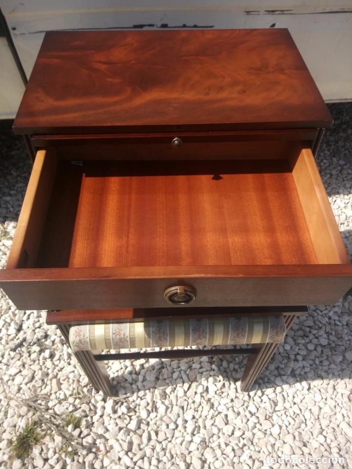 Antigüedades: Antigua mesa asiento para teléfono con una bandeja y un cajón,madera noble años 40 - Foto 7 - 197243690