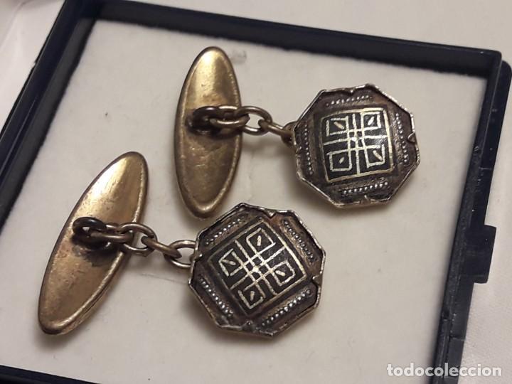 Antigüedades: Bellos antiguos gemelos de oro damasquinado Toledo - Foto 4 - 197254090