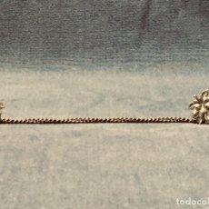 Oggetti Antichi: CIERRE CAPA O SIMILAR BROCHE HOJAS PARRA VID VINO CADENA METAL PLATEADO 27X23MM. Lote 197278492