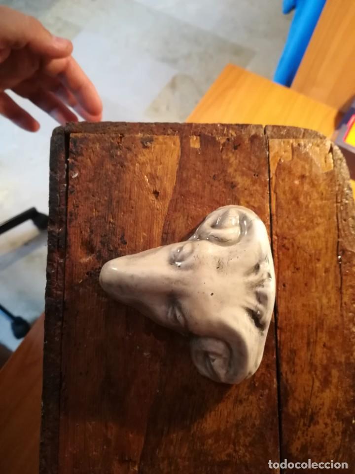 Antigüedades: Antigua caja taraceada isabelina, asas de porcelana y flor de lis de bronce, con llave y cerradura - Foto 9 - 197284885