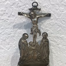 Antigüedades: BENDITERA DE PLATA DEL SIGLO XIX. ESCENA CRUCIFIXIÓN. 245 GR.. Lote 197293261