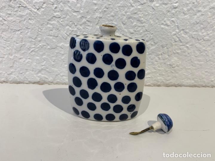 Antigüedades: Snuff bottle perfumero en porcelana blanca y azul, asiático. Principios del siglo XX. - Foto 5 - 197299843
