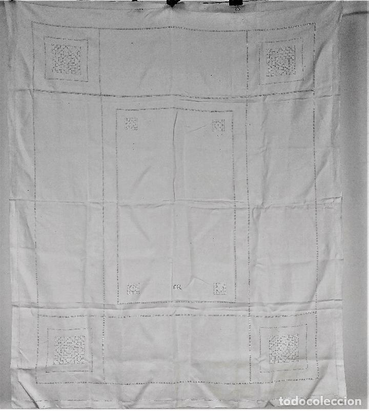 MANTELERIA LAGARTERA 6 SERVICIOS. LINO BORDADO. ESPAÑA. CIRCA 1950 (Antigüedades - Hogar y Decoración - Manteles Antiguos)