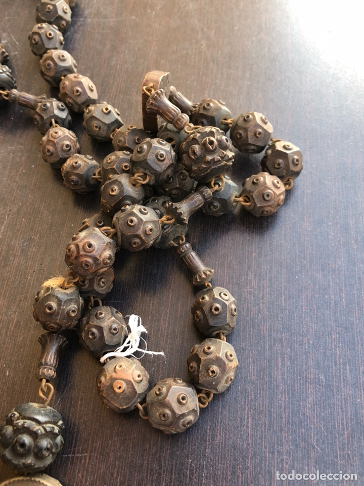 Antigüedades: Bonito rosario de cama antiguo, echo a mano íntegramente en madera, virgen de Lourdes - Foto 5 - 197339193