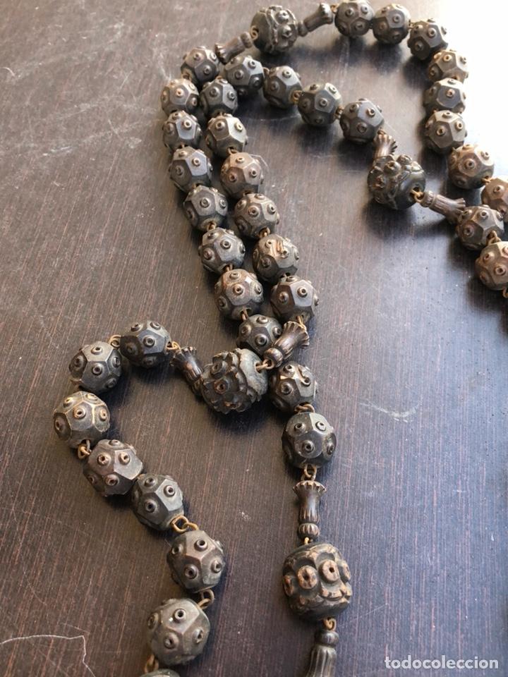 Antigüedades: Bonito rosario de cama antiguo, echo a mano íntegramente en madera, virgen de Lourdes - Foto 6 - 197339193