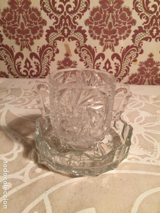 Antigüedades: Antiguo plato y cuenco de cristal prensado de tocador o similar años 50-60 - Foto 2 - 197371405