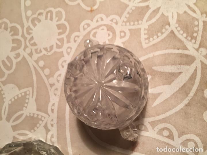 Antigüedades: Antiguo plato y cuenco de cristal prensado de tocador o similar años 50-60 - Foto 4 - 197371405