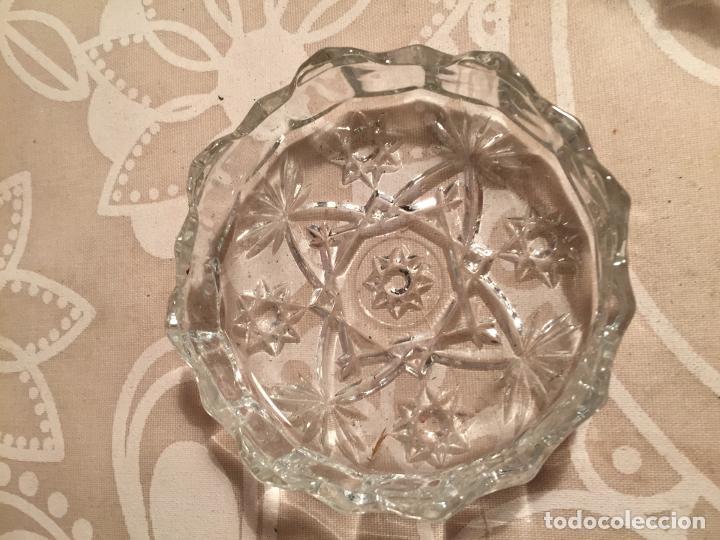 Antigüedades: Antiguo plato y cuenco de cristal prensado de tocador o similar años 50-60 - Foto 6 - 197371405