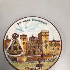 Antigüedades: PLATO DECORATIVO SANTA MARIA DE GUADALUPE. Lote 197401150