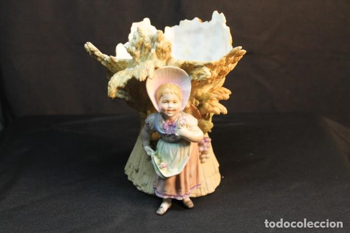 MEISSEN, JARRÓN EN FORMA DE HAZ DE TRIGO CON NIÑA AL FRENTE (Antigüedades - Porcelana y Cerámica - Alemana - Meissen)