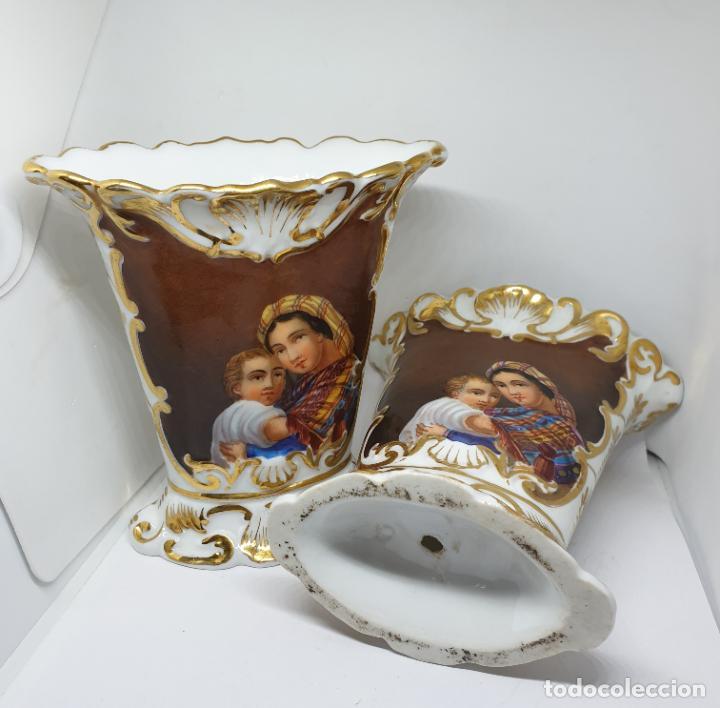 Antigüedades: FABULOSOS JARRONES RELIGIOSOS CON ANAGRAMAS Y VIRGEN CON NIÑO EN PORCELANA VIEJO PARIS,S. XIX - Foto 9 - 197481336