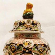 Antigüedades: PRECIOSO TIBOR DE PORCELANA MAKKUM (HOLANDA) - ENVÍO GRATIS PENÍNSULA. Lote 197510485