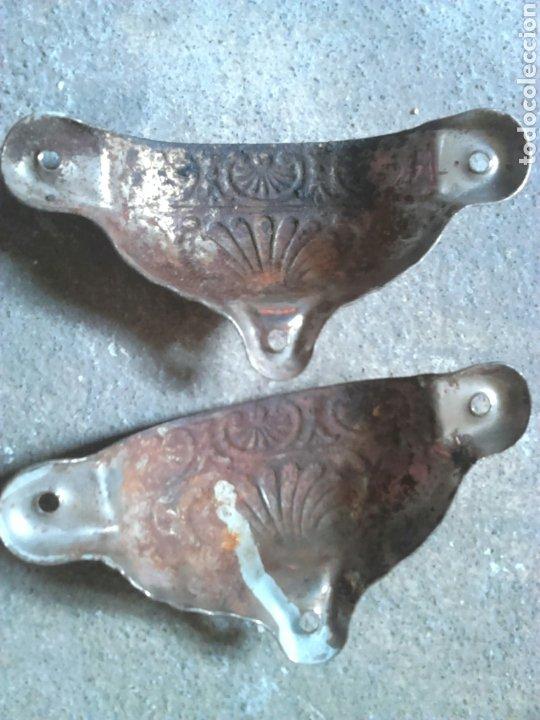 Antigüedades: Lote dos antiguos tiradores cómoda, ideal restauradores - Foto 2 - 197539185