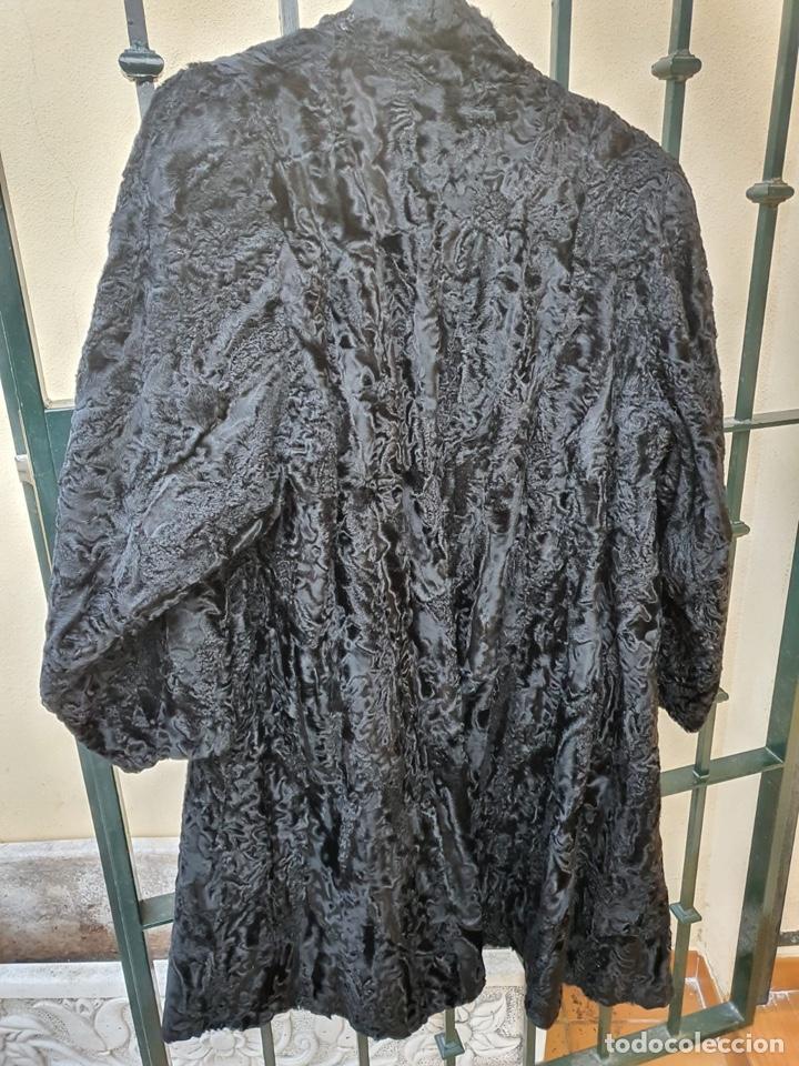 Antigüedades: Antiguo abrigo de astracán, largo, muy buena conservación - Foto 2 - 197591992