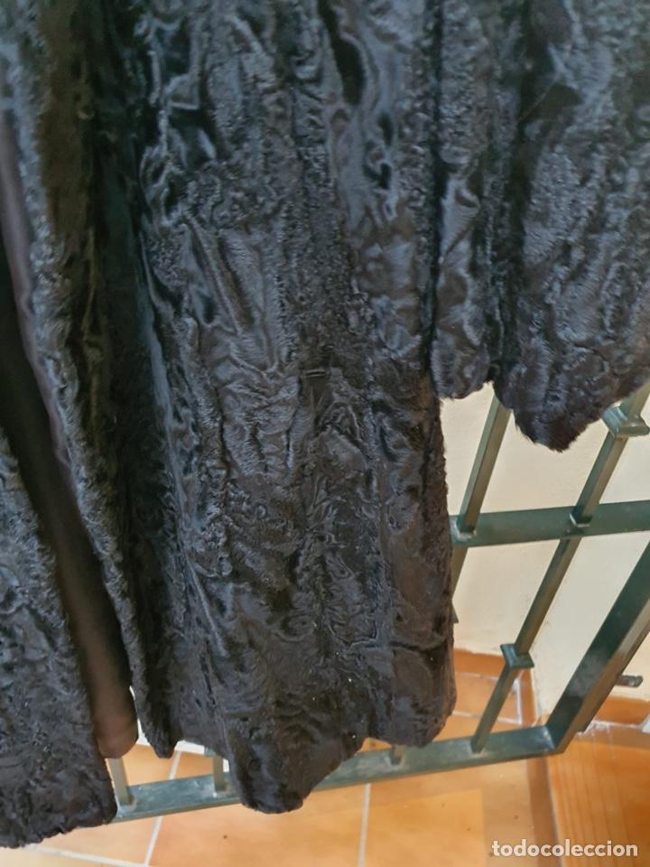 Antigüedades: Antiguo abrigo de astracán, largo, muy buena conservación - Foto 3 - 197591992