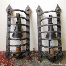 Antigüedades: PAREJA DE APLIQUES. HIERRO FORJADO. ESPAÑA. CIRCA 1950.. Lote 197603712