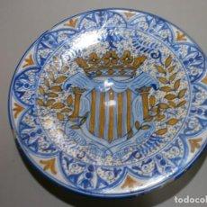 Antigüedades: IMPRESIONANTE GRAN PLATO O LEBRILLO MANISES SIGLO XVIII XIX FIRMADO DEDICADO CON MARCA Y Nº. Lote 197608093