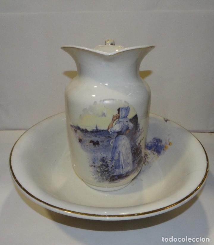 JOFAINA Y AGUAMANIL DE PORCELANA ANTIGUA PINTADA A MANO CON BORDE DORADO (Antigüedades - Porcelanas y Cerámicas - Otras)