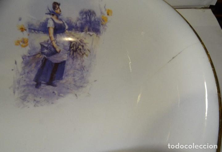 Antigüedades: JOFAINA Y AGUAMANIL DE PORCELANA ANTIGUA PINTADA A MANO CON BORDE DORADO - Foto 8 - 197618217