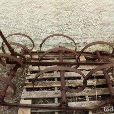 Antigüedades: ARADO DE TRACCIÓN ANIMAL ANTIGUO. DENOMINADO.- CULTIVADOR O CANGREJO-. DIM.- 185X90 CMS. . Lote 197678831