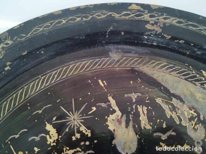 Antigüedades: Pareja de plato y bandeja grabados de latón o cobre marroquíes. Decorativos, para colgar. - Foto 10 - 197701990