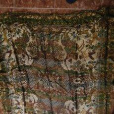 Antigüedades: TAPIZ O MANTEL ESCENAS ARABESCAS. Lote 197704162