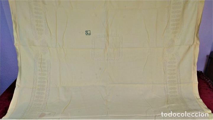 Antigüedades: GRAN MANTELERIA DE 12 SERVICIOS. CREPE DAMASCO DE LINO Y VISCOSA. ESPAÑA. CIRCA 1900 - Foto 6 - 197742055