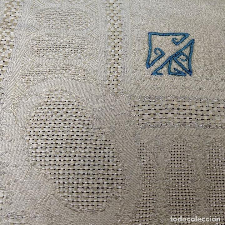 Antigüedades: GRAN MANTELERIA DE 12 SERVICIOS. CREPE DAMASCO DE LINO Y VISCOSA. ESPAÑA. CIRCA 1900 - Foto 21 - 197742055