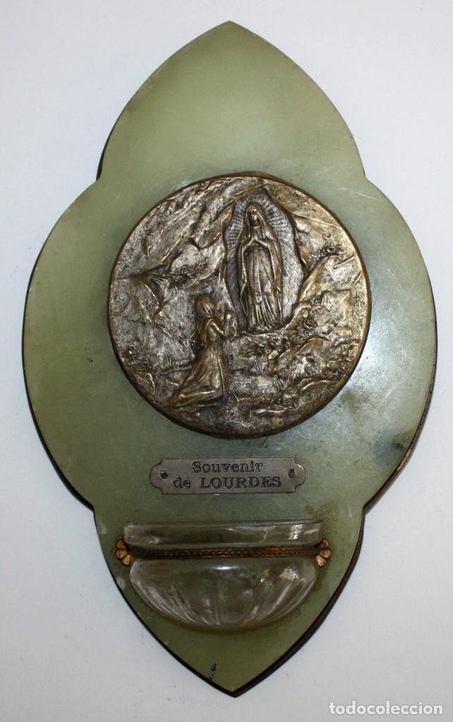 BENDITERA DE NUESTRA SEÑORA DE LOURDES (Antigüedades - Religiosas - Benditeras)