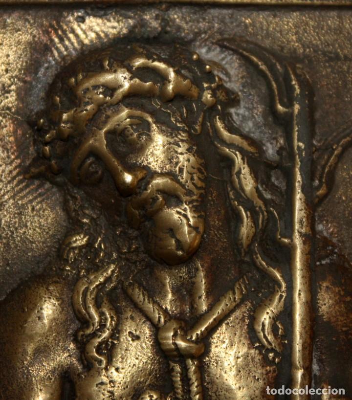 Antigüedades: PORTAPAZ O PLACA DEVOCIONARIA DEL ECCE HOMO EN BRONCE. PRINCIPIOS SIGLO XIX - Foto 2 - 197788081