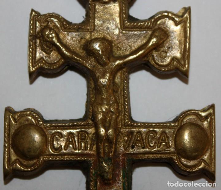 Antigüedades: IMPORTANTE CRUZ DE CARAVACA EN BRONCE. SIGLO XVIII - Foto 2 - 197788621