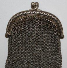 Antigüedades: PEQUEÑO MONEDERO DE MALLA EN PLATA DE LEY. PRINCIPIOS SIGLO XX. Lote 197791065