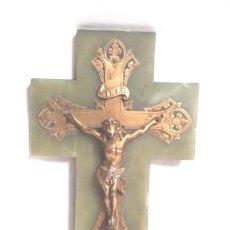 Antigüedades: CRISTO CRUCIFIJO BENDITERA AÑOS 40, ONIX Y BRONCE SELLO SANTAMARIA BARCELONA. MED. 18 X 30 CM. Lote 197814540