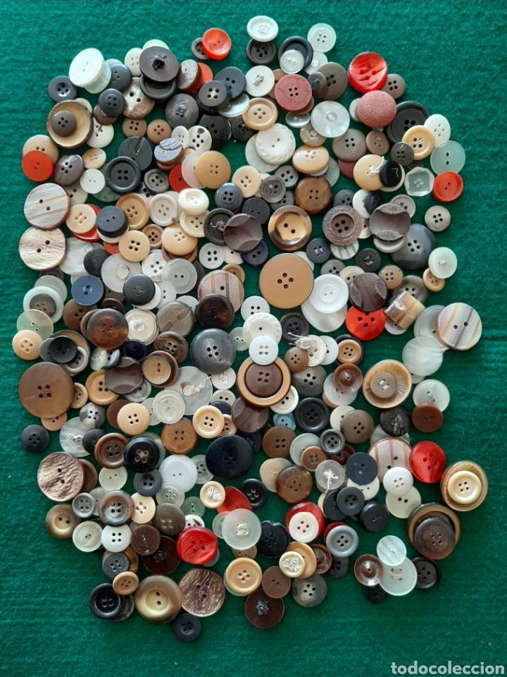 LOTE DE 350 BOTONES (Antigüedades - Moda - Otros)