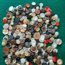 Oggetti Antichi: LOTE DE 350 BOTONES. Lote 197825631