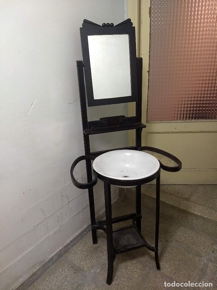 Antigüedades: Antiguo mueble lavamanos. Con Jofaina, aguamanil y espejo original. Principios del Siglo XX - Foto 3 - 197844547