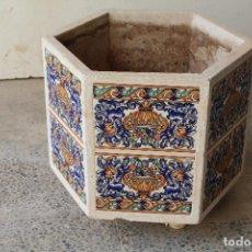 Antigüedades: JARDINERA PIEDRA AZULEJOS . Lote 197845018