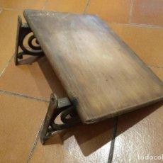 Antigüedades: REPISA O BALDA DE MADERA Y METAL. Lote 197851488