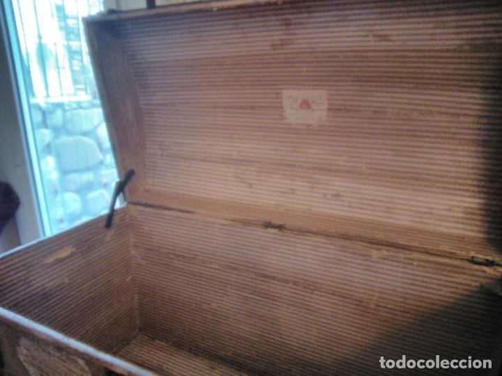 Antigüedades: Baúl de viaje de 1.896. Gran capacidad. - Foto 12 - 182575833