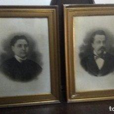 Antigüedades: DOS ANTIGUOS MARCOS DE MADERA CON FOTOGRAFÍAS DE UN MATRIMONIO S XIX. Lote 197936847