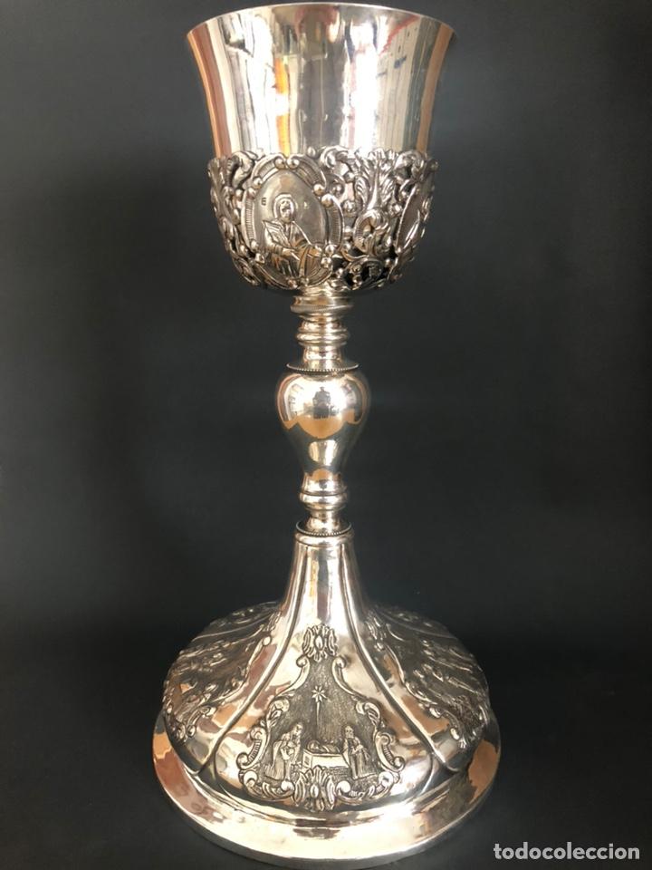 PRECIOSO CÁLIZ CON ESCENAS RELIGIOSAS DE LOS SANTOS MISTERIOS (Antigüedades - Religiosas - Orfebrería Antigua)