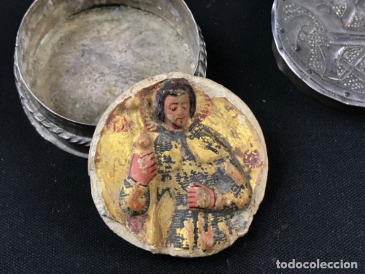 Antigüedades: MUY ANTIGUO RELICARIO DEVOCIONARIO EN PLATA REPUJADA Y RELIEVE DE BULTO VIRREINATO MEXICO SG XVII - Foto 6 - 197965780