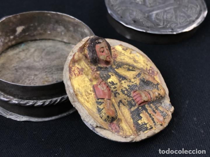Antigüedades: MUY ANTIGUO RELICARIO DEVOCIONARIO EN PLATA REPUJADA Y RELIEVE DE BULTO VIRREINATO MEXICO SG XVII - Foto 7 - 197965780