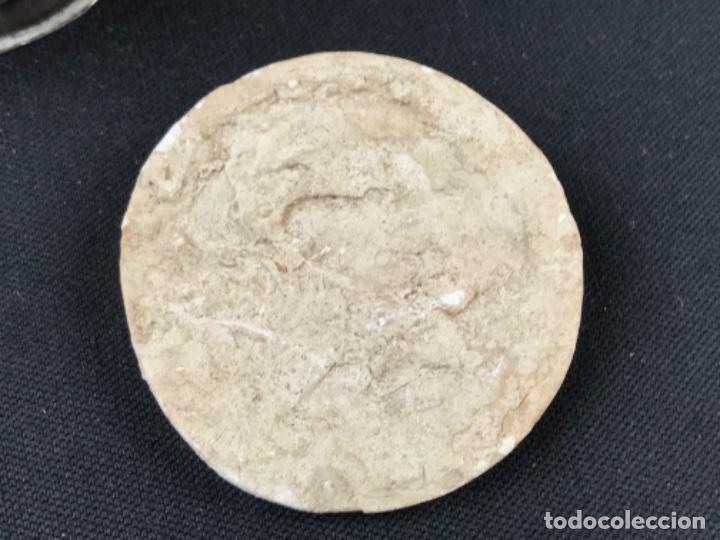 Antigüedades: MUY ANTIGUO RELICARIO DEVOCIONARIO EN PLATA REPUJADA Y RELIEVE DE BULTO VIRREINATO MEXICO SG XVII - Foto 8 - 197965780